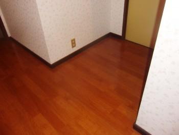 板床からフローリングとクロス貼り替え
